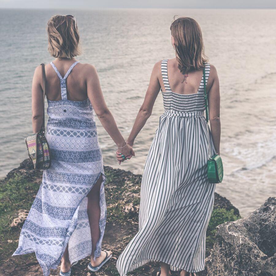 Billede af to kvinder