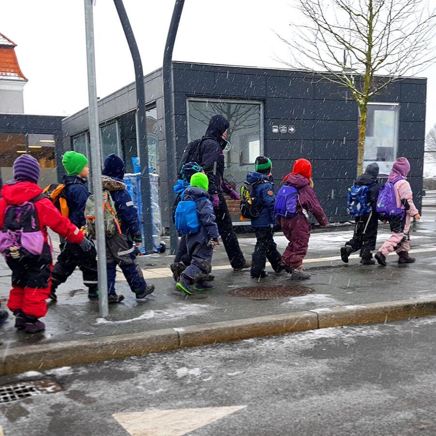 Billede af børnehave på tur