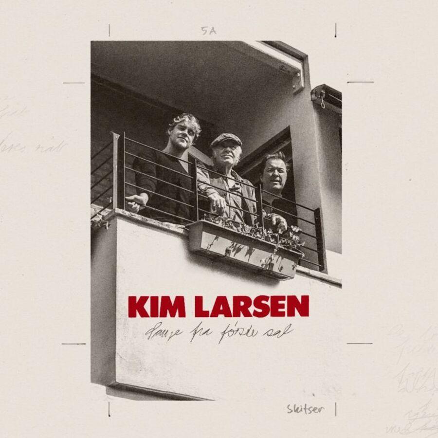 Billede af Kim Larsen og to andre på en altan