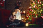 Mor og datter læser julebog